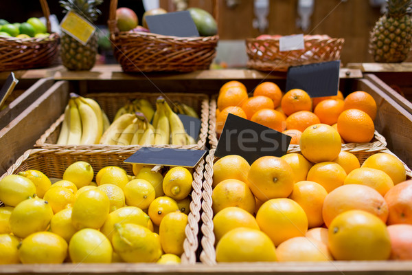 Fruits alimentaire marché vente Shopping vitamine c Photo stock © dolgachov