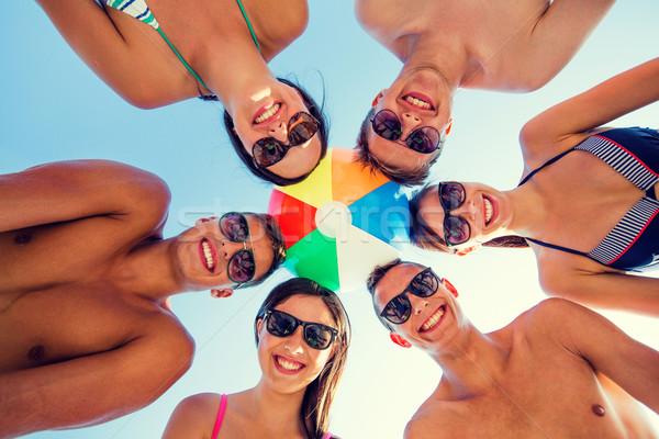 Mosolyog barátok kör nyár tengerpart barátság Stock fotó © dolgachov
