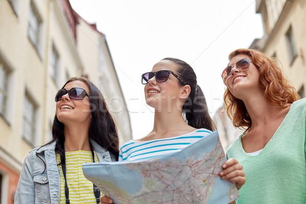 Gülen harita kamera açık havada turizm Stok fotoğraf © dolgachov