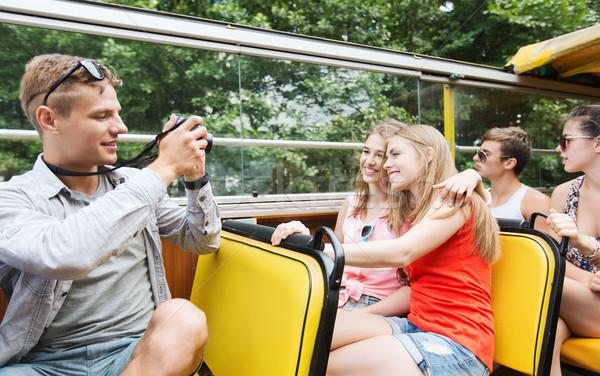 Mutlu arkadaşlar kamera tur otobüs Stok fotoğraf © dolgachov