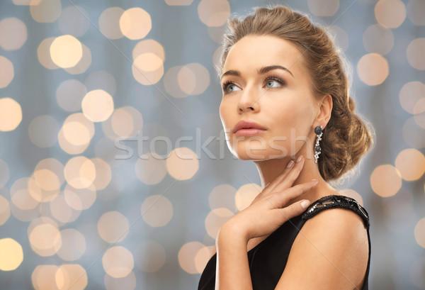 Mujer hermosa pendientes luces personas vacaciones Foto stock © dolgachov