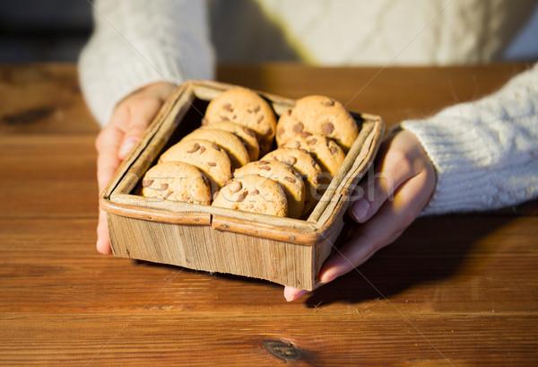Kobieta owies cookie domu Zdjęcia stock © dolgachov