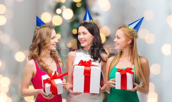 Mosolyog nők buli ajándékdobozok ajándékok ünnepek Stock fotó © dolgachov