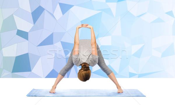 Nő készít jóga előre kanyar fitnessz Stock fotó © dolgachov