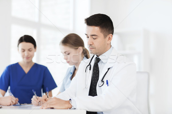 группа счастливым врачи заседание больницу служба Сток-фото © dolgachov