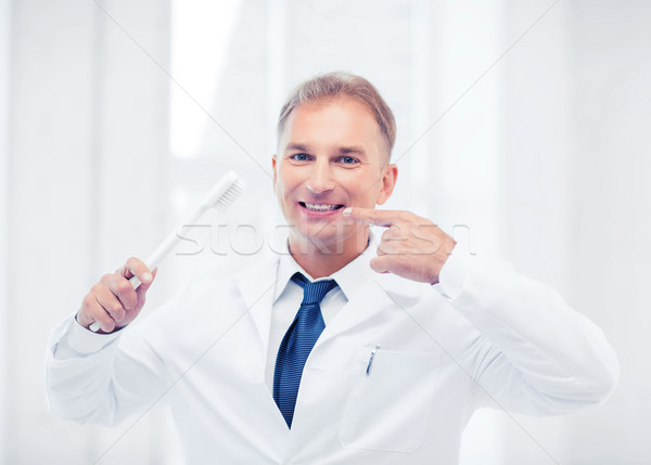 Tandarts tandenborstel ziekenhuis gezondheidszorg medische man Stockfoto © dolgachov