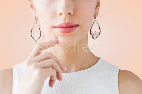 Belle femme visage boucles d'oreilles glamour beauté Photo stock © dolgachov