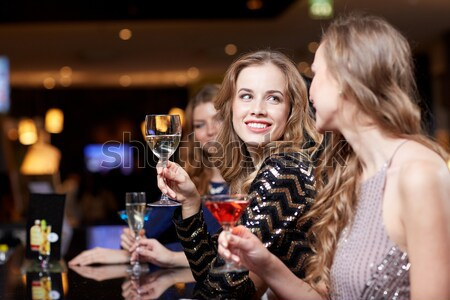 Glamourös Frau Cocktail Nachtclub bar Menschen Stock foto © dolgachov