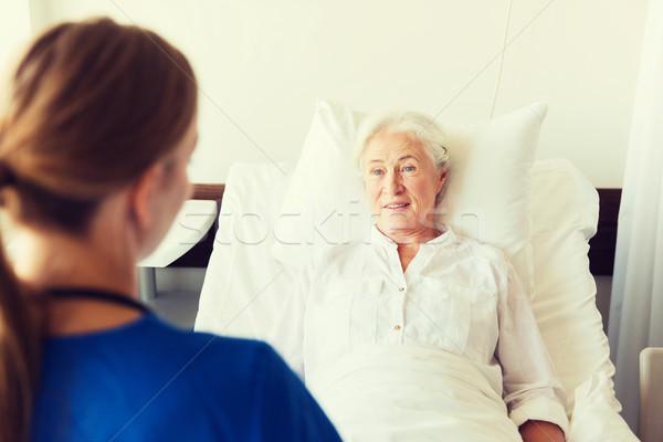 Stok fotoğraf: Doktor · hemşire · kıdemli · kadın · hastane · tıp