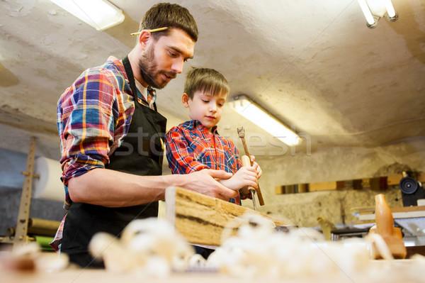 Père en fils ciseler travail atelier famille menuiserie Photo stock © dolgachov