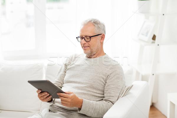 Supérieurs homme maison technologie personnes Photo stock © dolgachov