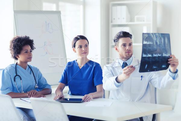 Gruppo medici Xray immagine radiologia Foto d'archivio © dolgachov
