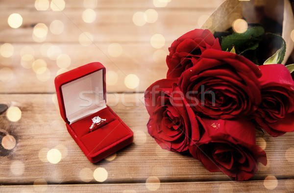 Diamant bague de fiançailles roses rouges amour proposition Photo stock © dolgachov