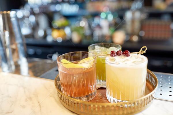 Fach Gläser Cocktails bar Alkohol Getränke Stock foto © dolgachov