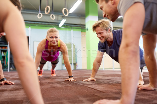 Grupo de personas recto brazo gimnasio fitness Foto stock © dolgachov