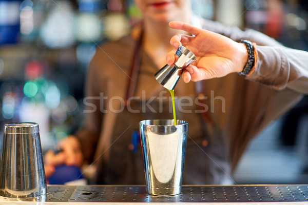 бармен коктейль шейкер Бар алкоголя напитки Сток-фото © dolgachov