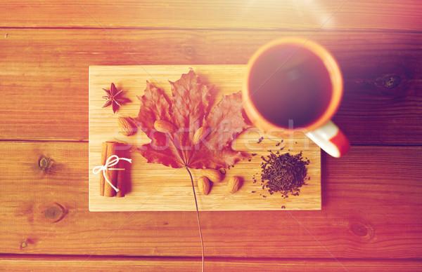Csésze tea juharlevél mandula fa deszka őszi idény Stock fotó © dolgachov