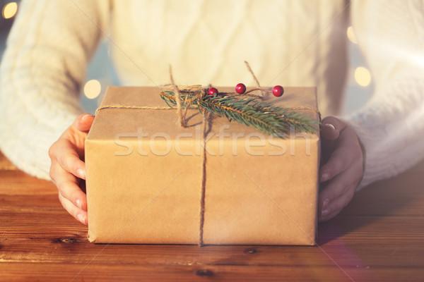 Közelkép nő karácsony ajándék csomag ünnepek Stock fotó © dolgachov