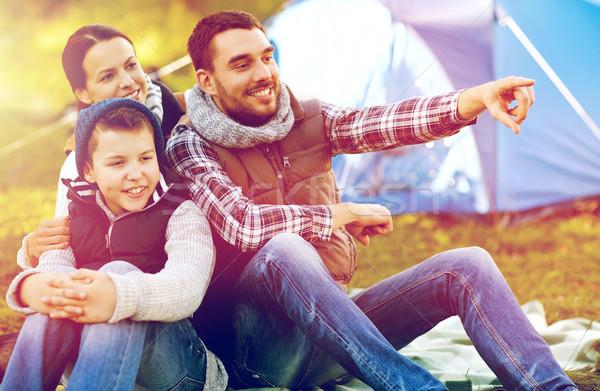 Szczęśliwą rodzinę namiot obozu podróży turystyki Zdjęcia stock © dolgachov