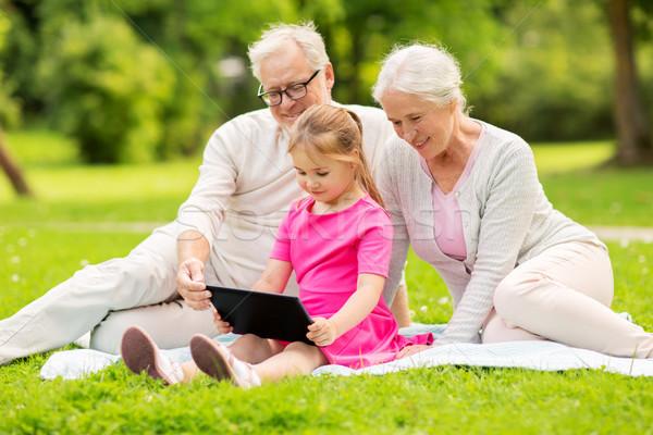 Nonni pronipote famiglia generazione tecnologia Foto d'archivio © dolgachov