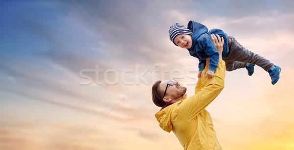 Photo stock: Père · en · fils · jouer · extérieur · famille · enfance