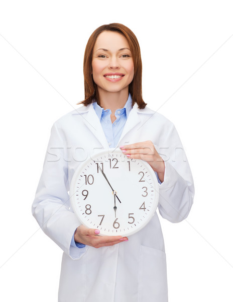Sorridente feminino médico parede relógio saúde Foto stock © dolgachov
