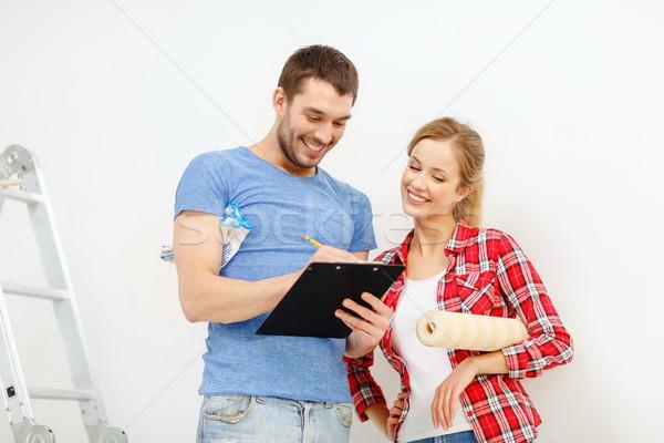 Uśmiechnięty para schowek tapety toczyć naprawy Zdjęcia stock © dolgachov