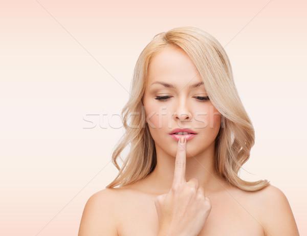 Zdjęcia stock: Młoda · kobieta · dotknąć · usta · zdrowia · ludzi · piękna