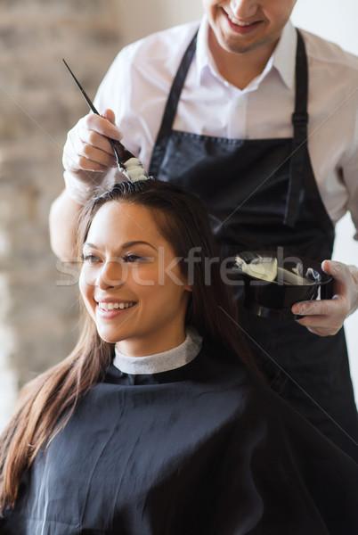 Boldog nő stylist fodrászat szépség emberek Stock fotó © dolgachov