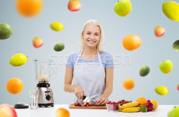 笑顔の女性 ブレンダー フルーツ ぶれ 健康的な食事 料理 ストックフォト © dolgachov