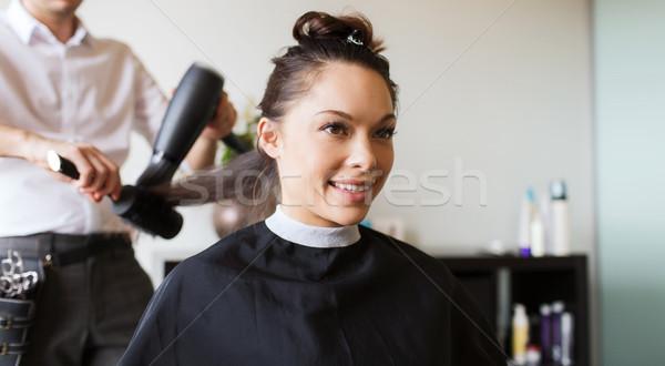 Boldog nő stylist készít hajviselet szalon Stock fotó © dolgachov