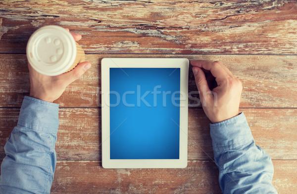 Stock fotó: Közelkép · férfi · kezek · táblagép · kávé · üzlet