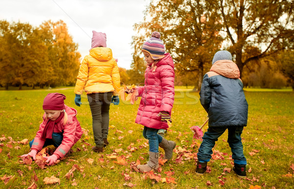 Photo stock: Groupe · enfants · laisse · automne · parc