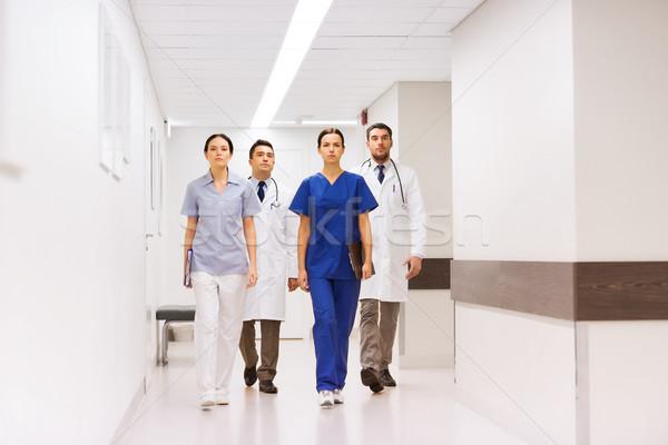 Csoport orvosok kórház folyosó klinika hivatás Stock fotó © dolgachov