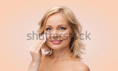 Sorrindo nu ombros tocante cara beleza Foto stock © dolgachov