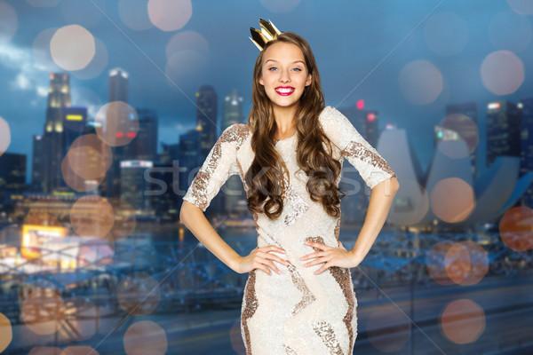 Felice ragazza party abito corona Foto d'archivio © dolgachov