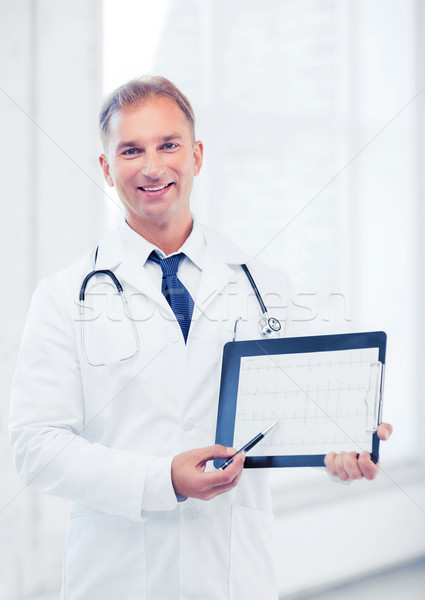 Médecin de sexe masculin stéthoscope cardiogramme santé médicaux Photo stock © dolgachov