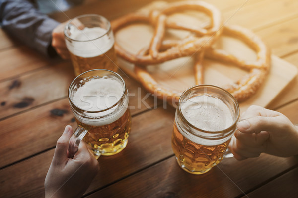 Mani birra bar pub persone Foto d'archivio © dolgachov
