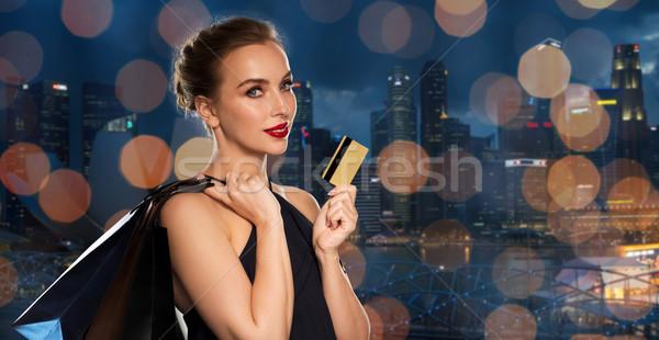 Mulher cartão de crédito cidade pessoas luxo Foto stock © dolgachov