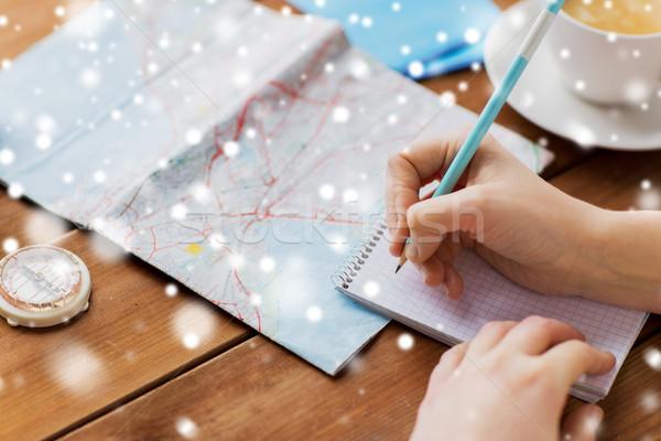 Stockfoto: Handen · kaart · kompas · schrijven · notebook · winter