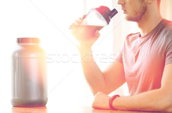Man drinken eiwit schudden sport Stockfoto © dolgachov