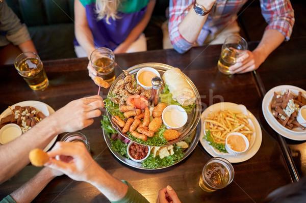 Arkadaşlar yeme içme bar birahane boş Stok fotoğraf © dolgachov
