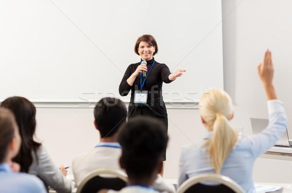 Gruppe Menschen Business Konferenz Vortrag Bildung Menschen Stock foto © dolgachov