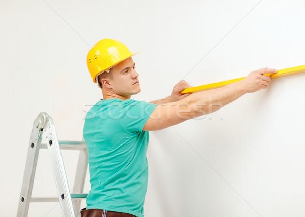 Sorridere uomo costruzione spirito livello misura Foto d'archivio © dolgachov