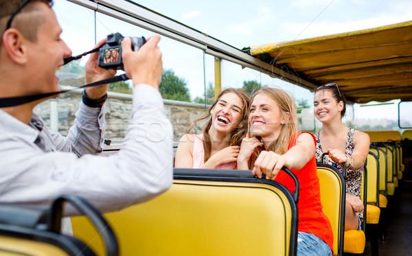 Nevet barátok kamera utazó turné busz Stock fotó © dolgachov