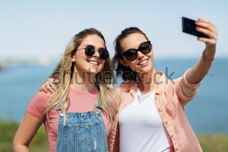 Stockfoto: Twee · glimlachend · vrouwen · strand · zomervakantie