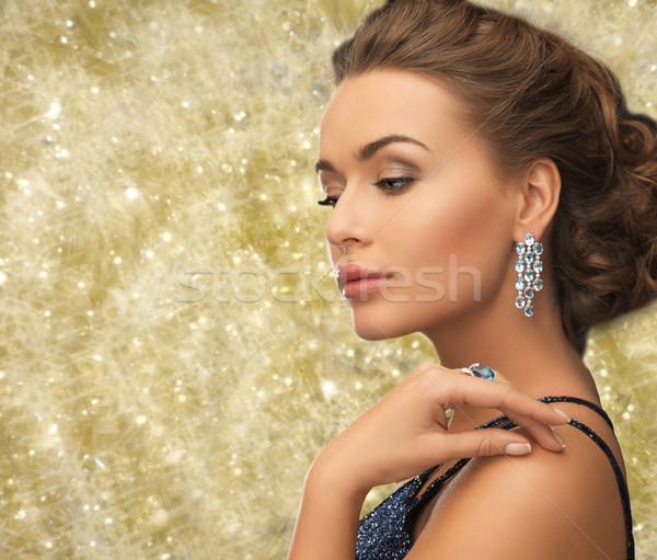 Bela mulher anel brincos pessoas férias Foto stock © dolgachov
