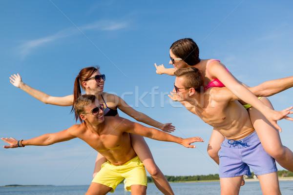 Foto stock: Sorridente · amigos · verão · praia · amizade