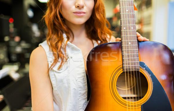 Donna chitarra musica store vendita Foto d'archivio © dolgachov