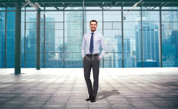 Knap zakenman stad bouw zakenlieden kantoor Stockfoto © dolgachov